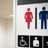 トイレ個室でおよそ4人に1人が「していること」 マジで迷惑すぎる…(2021年9月13日)